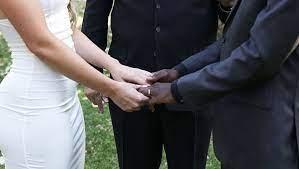 Bir Zamanlar Evli Olduğunu Öğrenince Şaşkınlığa Uğrayacağınız Ünlüler Magazin dünyasında birçok evliliği az çok biliyorsunuzdur. Ancak bazen öyle evlilikler var ki, birçoğunun gerçekleştiğinden haberiniz bile yoktur. Görünce bunlar da mı evliymiş diyeceğiniz çiftleri sizler için derledik.