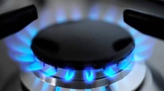 """Tüm Türkiye bekliyordu! Doğal gazda fiyatlar belli oldu BOTAŞ, doğalgazda Ekim ayı tarifelerini açıkladı. Yapılan açıklamada gerek konut, gerekse sanayide gaz fiyatlarını """"sabit"""" tuttuldu.BOTAŞ, Ekim ayı boyunca geçerli olacak doğal gaz fiyatlarını belirlemek üzere çalışmalarını gerçekleştirdi."""