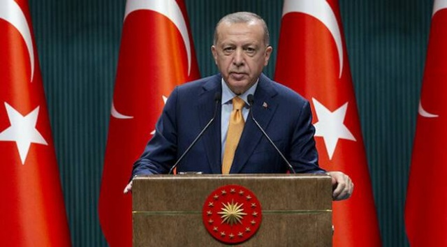 Cumhurbaşkanı Recep Tayyip Erdoğan başkanlığında toplanan yeni yılın ilk kabinesi sona erdi. Toplantısı sonrası koronavirüs kısıtlamalarının kademeli olarak azaltılacağını ifade eden Erdoğan 'İlk etapta 3 milyon doz aşı ülkemize geldi. Alman aşısıyla da anlaşmamızı yaptık. Görüşmeler devam ediyor.