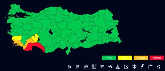 """Vatandaşları kuvvetli meteorolojik hadiselerde ilgili uyarmak amacıyla başlatılan """"renk kodu sistemi"""" kapsamında ilk kırmızı kodlu uyarı, Antalya'da yarın ve perşembe günü beklenen aşırı yağışlar için verildi."""