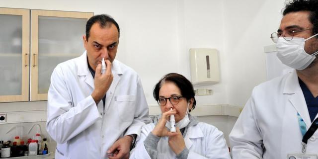 Bursa'da Op. Dr. Ahmet Ümit Sabancı'nın geliştirdiği nanoteknolojik solüsyonun Covid-19 virüsünü 1 dakika içerisinde yok ettiği tespit edildi.