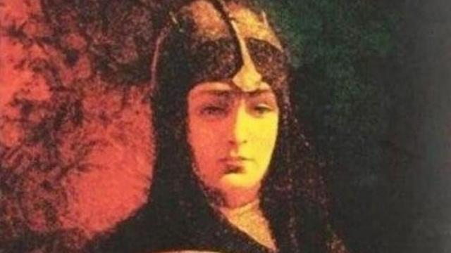 Malhun hatun kimdir? Osman Gazi'nin eşi Malhun Hatun'un tarihteki hayatı. Osman Bey'in kaç eşi vardır? Rabia Bala hatun kimdir? Şeyh Edebali'nin kızının adı nedir?