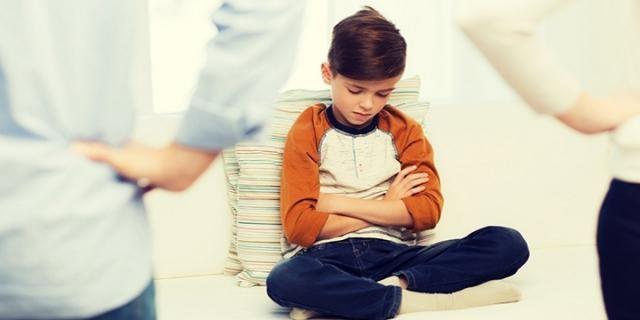 Anne babalar dikkat! Çocuklarda kansere sebep oluyor Yapılan araştırmalar; elektromanyetik dalgaların çocuk ve gençlerde kansere yakalanma ihtimalini arttırıyor.