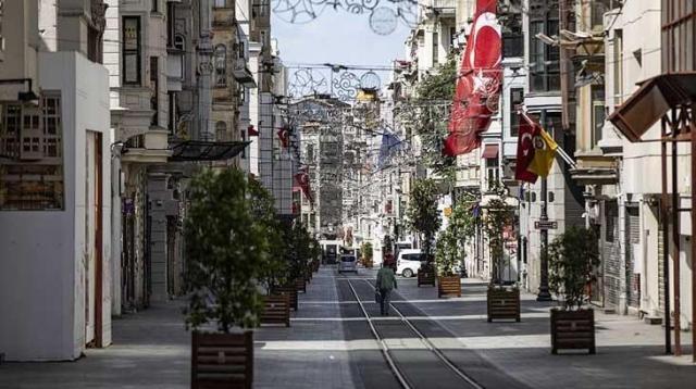 İçişleri Bakanlığı, hafta sonu kısıtlamalarını ihlal eden kişi sayısını açıkladı. Gelen son dakika haberine göre; sokağa çıkma kısıtlamalarına uymayan toplam 31 bin 197 kişiye 1593 sayılı Umumi Hıfzıssıhha Kanunu ve TCK'nın ilgili maddeleri kapsamında adli ya da idari işlem yapıldığı bildirildi. İşte İçişleri Bakanlığı'nın sokak kısıtlamalarına ilişkin o açıklaması...