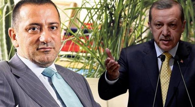 Fatih Altaylı, bu yazısında Cumhurbaşkanı Recep Tayyip Erdoğan'ın kendisinden son bir şey istediğini açıkladı. İlk ve son kez istediği şeyi açıklayan Fatih Altaylı bu açıklaması ile gündeme geldi.Dikkat çeken türban meselesine dair yazısında yaptığı açıklama ile gündeme gelen Fatih Altaylı,