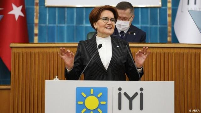 İYİ Parti Adana il ve ilçe teşkilatlarından toplam 29 kişi istifa ettiklerini açıkladı.İYİ Parti Adana il ve İlçe teşkilatlarından il başkan yardımcıları, il yöneticileri, il ve ilçe üst kurul delegeleri, ilçe divan üyeleri ve başkan yardımcılarının aralarında bulunduğu toplam 29 kişi,