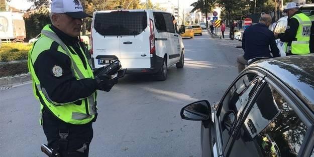 İstanbul Büyükşehir Belediyesi (İBB) Ulaşım Koordinasyon Merkezi'nde (UKOME), yolcu taşımacılığı yapan araçların camlarının renksiz olması ve cam filmi kullanılmaması teklifi oy birliğiyle kabul edildi.Yenikapı Dr. Kadir Topbaş Gösteri ve Sanat Merkezinde gerçekleştirilen İBB UKOME toplantısında birçok gündem maddesi görüşülerek, karara bağlandı.