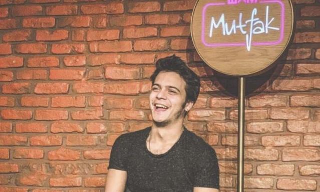 Bkm mutfak çok güzel hareketler 2 'nin genç oyuncularından Arif Güloğlu lenf kanserine yakalandı. BKM Mutfak'tan yapılan açıklamalarda genç oyuncunun tedavisinin pozitif bir şekilde devam ettiği belirtildi.