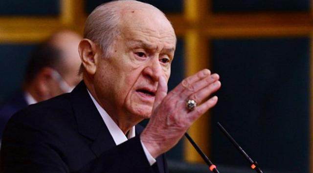 """Türkiye'nin gündeminde erken seçimin olmadığını belirten MHP Genel Başkanı Devlet Bahçeli """"Erken seçim dayatması, Türkiye'nin kaosa sürüklenme amacının gizemli ve şifreli kılıfıdır"""" dedi.MHP Genel Başkanı Devlet Bahçeli, erken seçim ve güçlendirilmiş parlamenter sistem konularında yazılı açıklama yaptı."""
