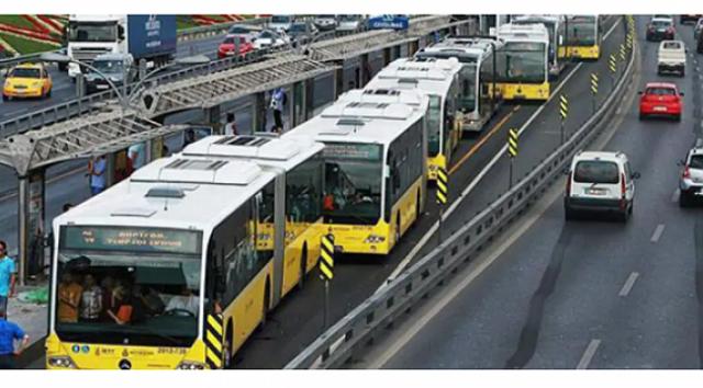 Metrobüslerde bir devrin sonu. 26 Ocak Salı günü başlıyor İstanbul Büyükşehir Belediyesi'nin (İBB) bağlı kuruluşlarından İETT Genel Müdürlüğü, toplu ulaşım aracı olan metrobüslerde 34AS, 34G, 34Z, 34BZ gibi kodların artık kullanılmayacağını duyurdu.Hürriyet'te yer alan habere göre, İETT Genel Müdürlüğü,