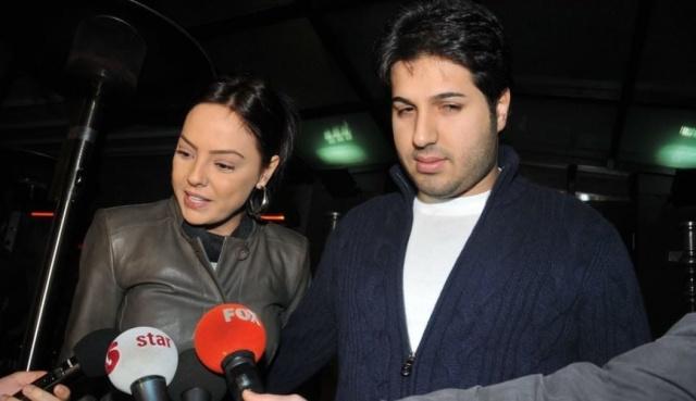 Eşine boşanma davası açan Ebru Gündeş, Zarrab'ın başka kadınlarla birlikte olduğunu iddia etti. Geçtiğimiz günlerde 11 yıldır evli olduğu eşine boşanma davası açan Ebru Gündeş, Zarrab'ın kendisini aldattığını ve başka kadınlarla ilişkisi olduğunu iddia etti. Hürriyet Gazetesi yazarı İsmail Bayrak ise Ebru Gündeş'in yakın arkadaşı Hadise ile Zarrab'ın ilişkisi olduğunu iddia etti.
