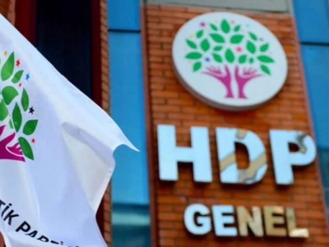 """HDP 1915 olaylarıyla ilgili skandal bir bildiri yayımladı. Sosyal medya üzerinden yayımlanan bildiride Türkiye'ye karşı yalan ve haddi aşan ifadeler kullanıldı. Ermenilerin, sözde Ermeni olaylarının""""yıl dönümü"""" olarak belirledikleri ve bazı ölkelerde anma faaliyetleri yaptığı 24 Nisan'da HDP'den skandal bir bildiri geldi."""