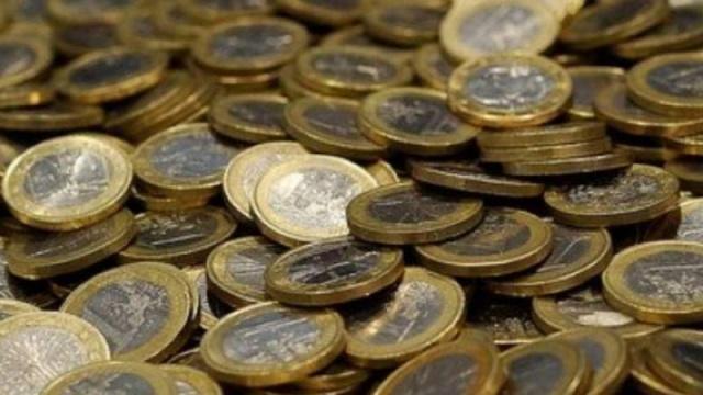 Özellikle kağıt para devrinden önce, alışverişte kullanılan paralar altın ve gümüş içeriyorlardı. Her devirde olduğu gibi, o devirde de bulunan bazı düzenbazlar, bu paraları kenarlarından kazıyarak, çok az miktarda da olsa, bu değerli madenleri biriktiriyor, parayı da tekrar kullanabiliyorlardı.
