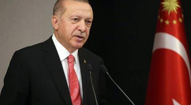 """Cumhurbaşkanı ve AK Parti Genel Başkanı Recep Tayyip Erdoğan, partisinin 3 il kongresine canlı bağlantıyla katıldı. """"Esnaf ve sanatkarlarımıza bir müjde vermek istiyorum"""" diyen Erdoğan, Halkbank tarafından esnaf ve sanatkarlara kullandırılan faiz destekli kredilerin 1 Ocak-30 Haziran arası 6 aylık taksitlerinin erteleneceğini söyledi."""