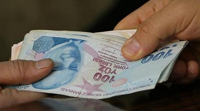 Cumhurbaşkanı Erdoğan tarafından açıklanan 75 bin TL'lik kredi için başvurular yarından itibaren alınmaya başlanacak. Sanayi ve Teknoloji Bakanı Mustafa Varank, Cumhurbaşkanı Erdoğan tarafından açıklanan KOSGEB, hızlı destek programı kapsamında mikro ve küçük işletmelere 3 yıl geri ödemesiz kredi sağlanacağını ifade etti. Mikro işletmeler 30 bin TL, küçük işletmeler ise 75 bin TL'lik destek paketinden yararlanabilecek.