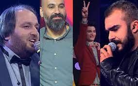 O Ses Türkiye programında şampiyon olan yarışmacılar bakın şimdi ne yapıyor... Türkiye'nin en çok izlenen şarkı yarışma programı O Ses Türkiye'dir. Yarışma programı 10 Ekim 2011 tarihinden bu yana sevilerek izlenmeye devam ediyor. Yarışmada her yıl bir şampiyon çıkıyor. Binlerce kişinin arasından seçilen şampiyon ödül kazanıyor. Fakat O Ses Türkiye yarışma programında şampiyon olan yarışmacılar daha sonrasında ne yapıyor? Şampiyonların yarışmadan sonra ne yaptıkları çok merak edilen bir konu. Sizin için O Ses Türkiye yarışma programında şampiyon olmuş yarışmacılarının şimdi ne yaptıklarını derledik…  O SES TÜRKİYE'NİN BİRİNCİSİYDİ BAKIN ŞİMDİ NE YAPIYOR? Oğuz Berkay Fidan 2012 yılında şampiyon olmuştu. Oğuz Berkay Fidan O Ses Türkiye'de Murat Boz'un yarışmacısıydı. Oğuz Berkay'ın müzik kariyerinin nasıl şekilleneceği uzun süre konuşuldu hatta Murat Boz'un onu piyasaya nasıl süreceği merakla bekleniyordu. Ancak Oğuz Berkay aradan geçen 4 senenin ardından ancak 'Beni Ellerden Sayma' adlı şarkısıyla adından söz ettirebildi. Tüm çalışmalarına rağmen Oğuz Berkay Fidan henüz kalıcı olabilecek bir müzik başarısına imza atamadı. Mustafa Bozkurt 2013 yılında şampiyon olmuştu. O Ses Türkiye 2. sezonunda jüri Murat Boz, Hadise, Mustafa Sandal ve Hülya Avşar'dan oluştu. Mustafa Sandal'ın yarışmacısı Mustafa Bozkurt şampiyon oldu. Sonrasında Mustafa Bozkurt'un yüzü de yavaş yavaş unutulmaya başlandı. Mustafa Bozkurt şimdi Anadolu'daki festival ve turnelerden para kazanıyor.  Hasan Doğru 2014 yılında şampiyon olmuştu. O Ses Türkiye 3. sezonunda jüri değişikliğine gidilerek Mustafa Sandal ve Hülya Avşar'ın yerine Gökhan Özoğuz ile Ebru Gündeş geldi. 2014 yılındaki yarışmada jüri, Murat Boz, Hadise, Gökhan ve Ebru Gündeş oldu. O Ses Türkiye 2014 finaline kalan 4 isim de Gökhan Özoğuz takımından çıktı. Tüm dünya formatları arasında bir ilk olan bu gelişmeden sonra O Ses Türkiye 3. sezon şampiyonu Pavarotti Hasan lakabıyla Hasan Doğru oldu.