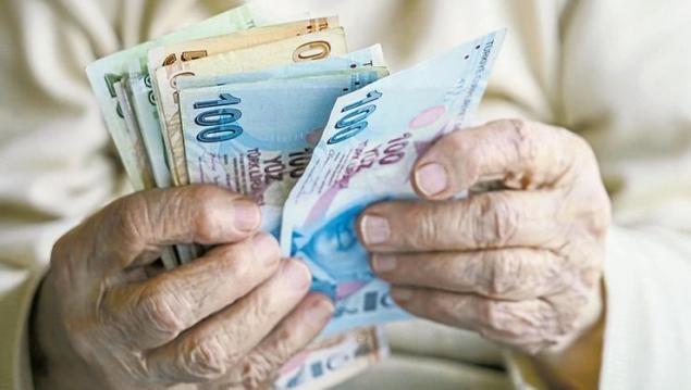 Emekliler her yıl Ocak ve Temmuz ayında maaşlarına zam alıyor. Yapılacak zam tutarında ise belirleyici etken enflasyon rakamları oluyor. Açıklanan 4 aylık enflasyon oranı yüzde 5.45 çıkarken, emekli Temmuz zammı 2021 için 2 kritik veri kaldı. Beklenti anketine göre zam oranı yüzde 7.66 çıkacak.