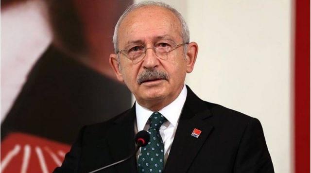Partilerinin son dönemlerde izlediği politikalardan rahatsızlık duyan 3 milletvekili şikayetlerini mektupla bildirdi. Daha sonra CHP lideri Kemal Kılıçdaroğlu ile görüşen vekiller, değişiklik olmayacağını anlayınca istifa etti. Önceki gün düzenledikleri basın toplantısı ile istifalarını açıklayan İzmir Milletvekili Mehmet Ali Çelebi, Karabük Milletvekili Hüseyin Avni Aksoy ve Yalova Milletvekili Özcan Özel'in Muharrem İnce'nin kuracağı Memleket Partisi'ne geçmesi netleşti. Üç isim dışında İnce ile görüşen milletvekillerinin de olduğu öğrenilirken, CHP yönetimi de alarma geçerek potansiyel isimleri takibe aldı.