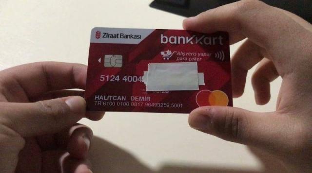 Ziraat Bankası kartı olanlar dikkat. Ziraat Bankası'nda kartı olan vatandaşlar 1 Temmuz'dan itibaren Bankkart ile yaptığı her 750 TL'lik harcamanızda 25 TL toplamda 100 TL Bankkart Lira kazanabileceğiniz bildirildi.Ziraat Bankası kampanyanın ise 26 Temmuz'da son bulacağını duyurdu. HER 750 TL'LİK HARCAMAYA BANKKART LİRA VERİLECEK Kampanya 1 Temmuz – 26 Temmuz 2021 tarihleri için geçerli olacaktır.