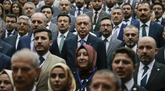 Odatv yazarı Hürrem Elmasçı, 22 Mart Pazartesi günü kabinede büyük değişiklik olacağını iddia ederek görevden ayrılacak bakanların isimlerini açıkladı… Elmasçı, 22 Mart Pazartesi günü kabinede sürpriz değişiklikler olacağını ve siyaset sahnesinde yer yerinden oynayacağını iddia etti.
