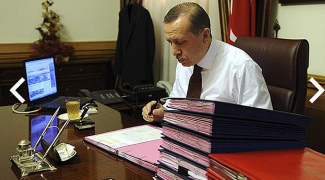 """MYK toplantısında Cumhurbaşkanı Erdoğan'a 5 bin kişinin katıldığı çevre anketi sunuldu. Ankete göre, """"Çevreye en duyarlı parti hangisi?"""" sorusuna vatandaşların yüzde 38'i AK Parti, yüzde 20'si ise CHP cevabını verdi. Katılımcıların yüzde 34'ü ise aynı soruyu """"hiçbiri"""" diye cevapladı. Rakamları gören Erdoğan,"""