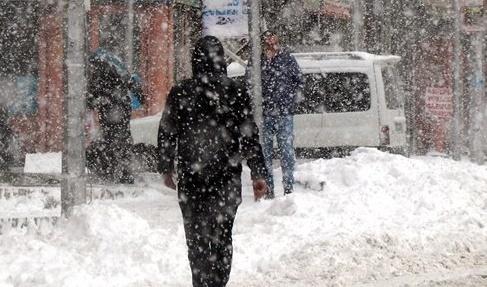 İstanbul'u etkisi altına alması beklenen soğuk hava dalgasıyla beraber kara kış yüzünü gösterecek. Bu tarihten itibaren sıcaklıkların hızla düşmesiyle beraber kar yağışı da etkili olacak.