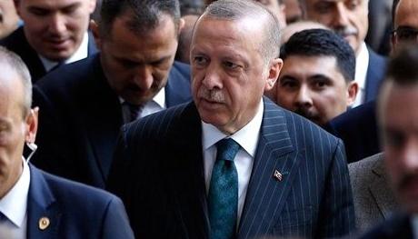 """Yapılan son kamuoyu araştırmasında katılımcılara """"Cumhurbaşkanı Erdoğan'ın ardından AK Parti'nin başına kim geçmeli?"""" sorusu yöneltildi."""