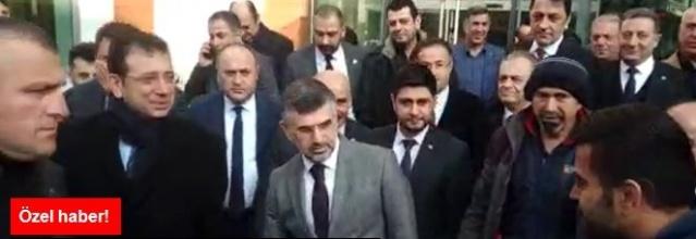 """Bir vatandaş, Sultanbeyli Belediyesi'ni ziyaretinde İstanbul Büyükşehir Belediye Başkanı Ekrem İmamoğlu'nun önünü keserek """"Selahattin Demirtaş ve Sakine Cansız'ın kitabını neden satıyorsunuz?"""" sorusunu yöneltti. İşte İmamoğlu'nun yanıtı."""