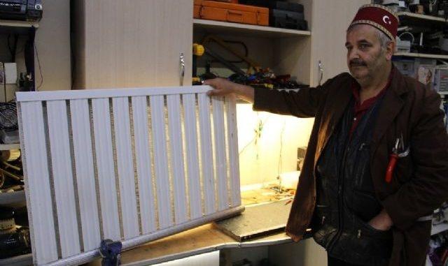 Kış aylarının gelmesi ile birlikte doğalgaz faturaları ev bütçesinin önemli bir bölümünü götürüyor ve faturalar bu aylarda kabarık bir şekilde gelebiliyor. Erzurum'da yaşayan bir vatandaş ise ürettiği tasarruf peteği ile faturaları 7 buçuk liraya indirip cepleri yakan fahiş fiyatları ortadan kaldıracak.