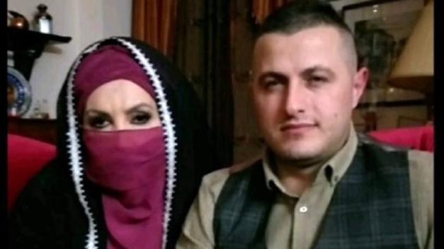 Ünlü Sanatçı İmam Nikahı İle Evlendi: Peçe Takıp Poz Verdi