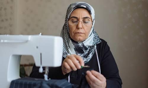 Hükümet kadınların emekliliğine ve iş yaşamına katılımına büyük önem veriyor. Bu konuda birçok imkan ve teşvik bulunuyor.Bunlardan biri de ev kadınlarının kolayca emekli olabilmesi…