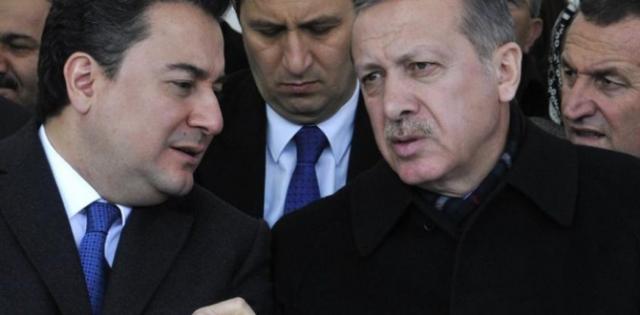 Babacan, isim vermeden Erdoğan'ı eleştirdi: Çevresinin ve ailesinin verdiği kararlarla… Ayrıntılar Haberin Detayındadır…
