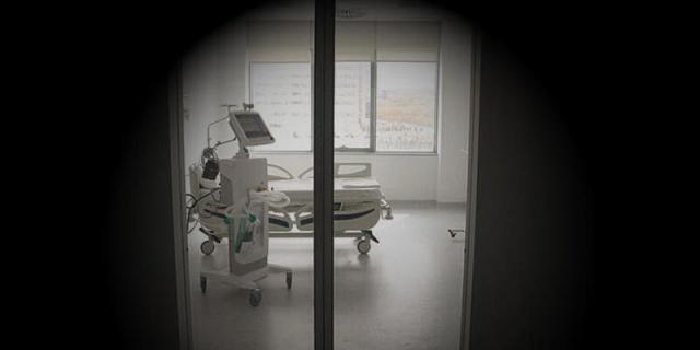 Koronavirüs ile ilgili son dakika haberleri birbirini izliyor. Dünyada ve Türkiye'de vaka sayısı artmaya devam ediyor. Peki, koronavirüs testi pozitif çıkan hastalar nasıl bir odada tedavi ediliyor?Koranavirüs tedavisi gören hastaların tutulduğu 'izolasyon odaları'nın fotoğrafları ortaya çıktı.