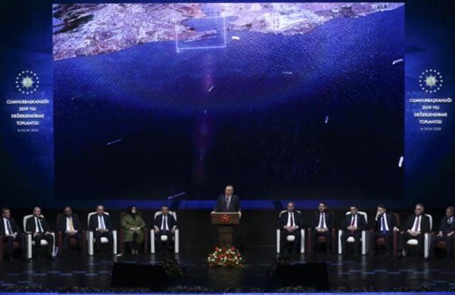 Erdoğan bu görüntüyü gösterince salondakiler bir anda yuhalamaya başladı…