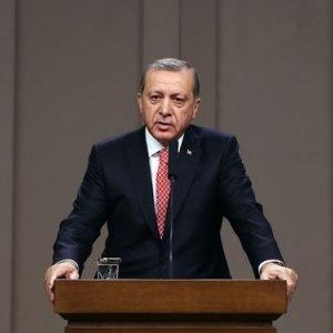 Son dakika: Pakistan'da bir konuşma gerçekleştiren Erdoğan'ın sözleri, masaya vurularak kesildi…
