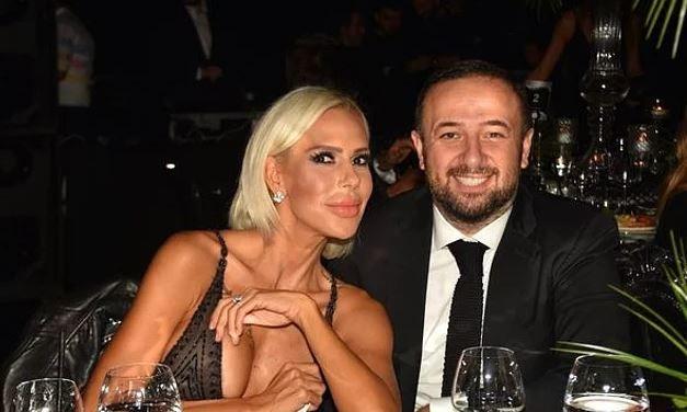 Hande Açar - Erdin Açar; 2006 yılında nikah masasına oturan çift, 2010'da boşansa da 2011 yılında ikinci kez evlenmişti. Üç çocuğu olan çift, temmuz ayında tek celsede ikinci kez boşandı. Şiddetli geçimsizlik nedeniyle boşanan çiftten, ayrılmak isteyen tarafın Hande Acar olduğu söylenmişti.