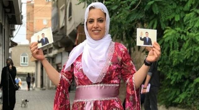 """Devlet gücümüzü görecek demişti.HDP Diyarbakır Milletvekili Remziye Tosun, tutuksuz yargılandığı davada """"si'lah'lı te'r'ör örg'ütüne üye olma"""" suçundan 10 yıl ha'pis ceza'sına çar'ptırıldı.HDP Milletvekili Tosun'un, Sur ilçesinde 5 yıl önce te'rör örg'ütü PK'K'ya yönelik düzenlenen operasyonlarda güvenlik güçlerine teslim olmasının ardından hakkında başlatılan soruşturma kapsamında yargılandığı davada karar duruşması görüldü."""