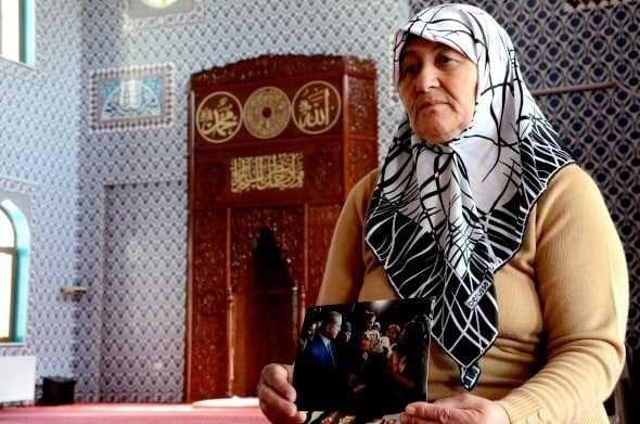 Daha önceden gördüğü rüya üzerine Eskişehir Batıkent Mahallesi'ne 'Medine Camii'nin yapılmasına vesile olan Aynur Eken (63), umredeyken sol elinde 'Allah' yazısı belirdiğini iddia ettiUmrede ikindi namazını kılarken birden nefesinin kesildiğini ve ardından Allah'ın kendisine öbür tarafı gösterdiğini iddia eden Aynur Eken, şunları söyledi.