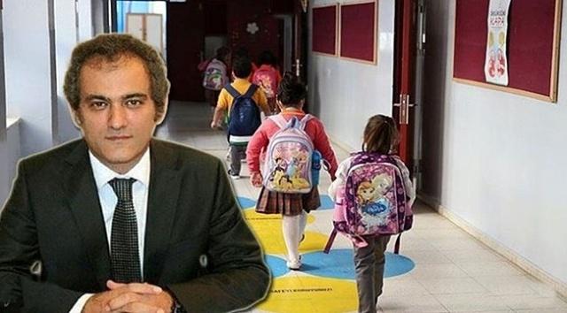 Cumhurbaşkanı Recep Tayyip Erdoğan'ın talimatları doğrultusunda okulların açık tutulması için Milli Eğitim ve Sağlık bakanlıkları başta olmak üzere ilgili tüm kurumlar yoğun bir çalışma yürütüyor. Okullarda salgının yerelden yönetilmesi, sınıf seyreltme, ikili eğitim ve hafta sonu da okulların açık olması gibi tüm olasılıklar masada.