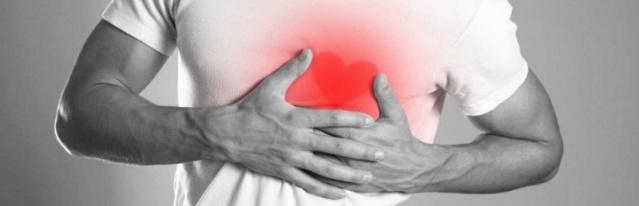 Ayağınızda çorap giydiğinizde, lastik çok fazla rahatsız ediyor ve beraberinde yara izleri oluşuyorsa mutlaka doktora görünmek gerekmektedir. İşte nedeni...  Vücudumuz pek çok hastalık için sinyal gönderiyor. Araştırmalar sonucu her yıl 600 binden fazla insan kalp hastalıkları ile ilgili sorunlar yaşıyor. Kalp hastalıklarında en önemli noktalardan biri de erken tanı. İşte kalp hastalıklarının belirtileri... İşte kalp hastalıklarının 8 belirtisi... KOLLARA YAYILAN AĞRI: Kalp hastalıklarına işaret eden en önemli sinyallerden birisi kola yayılan ağrılar. Kol ağrısı erkeklerde sol kısımda olurken kadınlarda bu durum iki kol ağrısı olarak kendini gösterebiliyor. Kadınların bazı zamanlarda kollarında hissettiği ağrılar sinir sistemi ile alakalı olacağından doğru bir tanı için mutlaka uzmana danışılmalıdır.