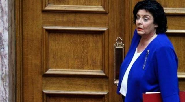 """Yunan Milletvekili Liana Kanelli katıldığı bir televizyon programında, Doğu Akdeniz konusunda Fransa'ya güvenmenin hata olduğunu belirterek Türkiye'nin bölgesel bir süper güç olduğunu söyledi.Yunan Milletvekili Liana Kanelli, Doğu Akdeniz konusunda Fransa'ya güvenmenin hata olduğunu belirterek, """"Kimse bizi sevdiği için Yunanistan'a gelmiyor. Yunan çıkarları için ölmüyor"""" dedi."""