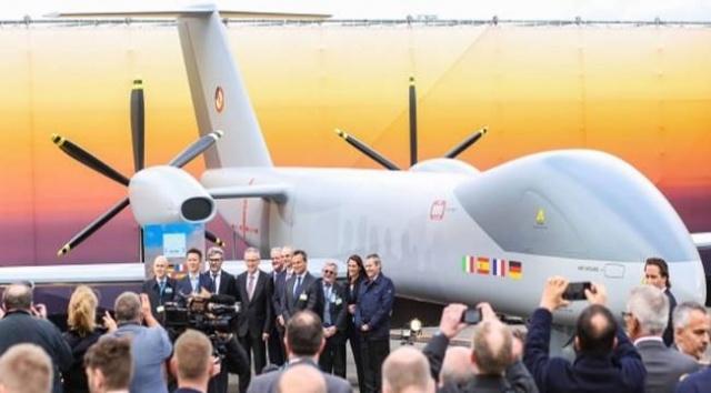 Avrupa birliğinin en güçlü dört ülkesi birleşip bir insansız hava aracı yapmak istedi bakın bu ileri teknolojiye sahip ülkeler nasıl çuvalladı Almanya, Fransa, İspanya ve İtalya ortaklığında yürütülen Avrupa'nın Orta İrtifa Uzun Dayınım Male sınıfı insansız hava aracı programında Euro male birim maliyet tam 200 milyon avroya dayandı bu rakam en gelişmiş S'avaş uçaklarına yaklaşmış durumda.