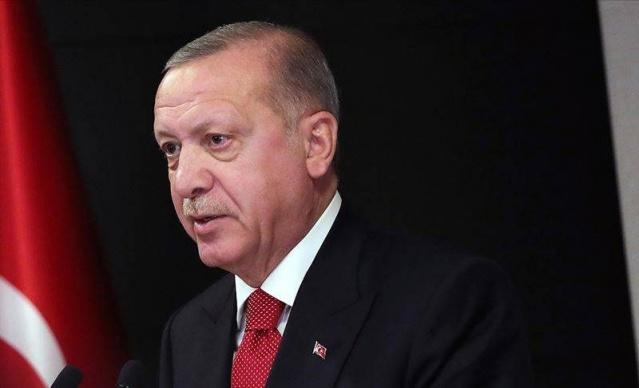 Ankara kulislerinde uzun süreden beri devam eden bakanlar kurulu değişikliği geliyor söylemi gündemdeki yerinde tazeliğini korurken, Resmi Gazetede yayımlanan değişiklik gündeme damga vurdu. Cumhurbaşkanı Erdoğan'ın imzasıyla bakanlıklarda değişiklik yaşandı.
