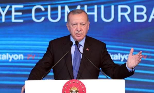 Cumhurbaşkanı Recep Tayyip Erdoğan, Başkent Organize Sanayi Bölgesi'ndeki Kalyon Güneş Teknolojileri Fabrikası Açılış Töreni'ne konuşuyor. Cumhurbaşkanı Erdoğan, yaptığı açıklamada 'Cuma günü milletimize büyük bir müjde vereceğiz. Bu müjdeyle Türkiye'de yeni bir dönem açılacak. Bu müjdenin şuanda bizde hayalleri, rüyası içerisindeyiz' dedi.