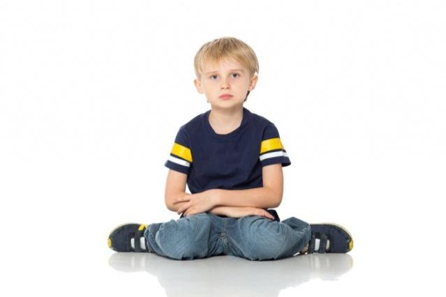 Çocuğunuz böyle oturuyorsa dikkat çok geç olmadan durdurun.Ayrıntılar aşağıda haberimiz detayında dır..