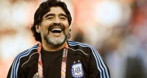 Arjantinli efsane futbolcu Diego Armando Maradona yaşamını yitirdi!