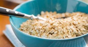 Yulafın bilinmeyen faydaları ve tok tutan kahvaltılık yulaf tarifi