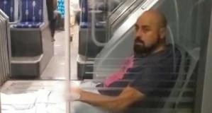Metrobüste büyük rezalet! Kimseye aldırmadı
