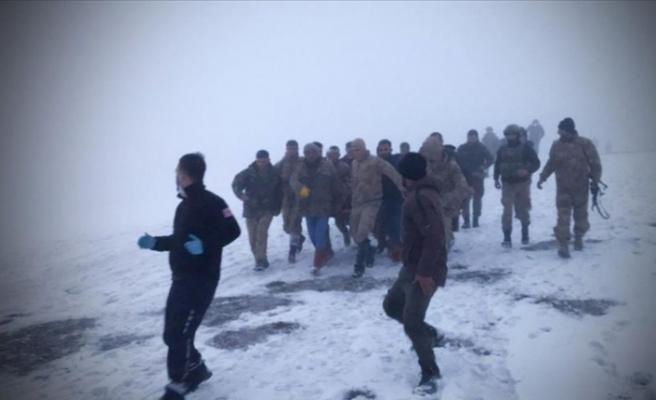 Son dakika... Bitlis'ten acı haber! Askeri helikopter düştü: 9 şehidimiz var